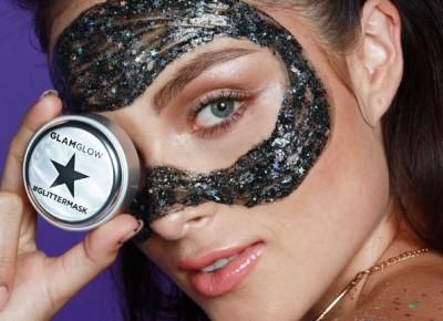 Maska do twarzy z brokatem od Glamglow i Too Faced!