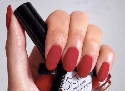 Welurowy manicure najnowszym hitem na Instagramie!