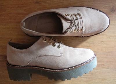 Moda na każdy dzień!: Kolekcja butów z sieciówek (Stradivarius, Bershka)