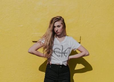 Czy koszulki z napisami będą modne w 2019? - Modne Newsy