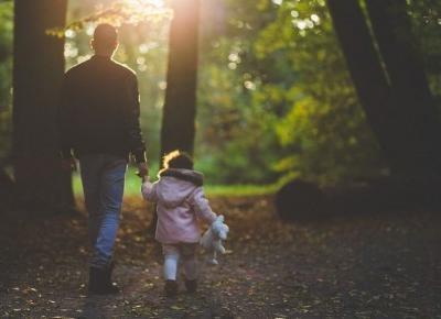 Jak młody tata może wspomóc kobietę w opiece nad niemowlakiem? - Modne Newsy