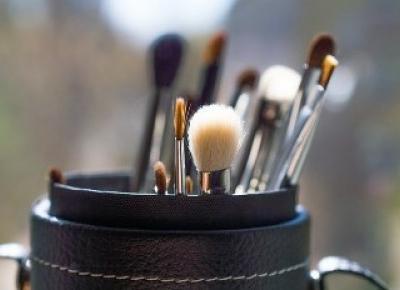 Jak czyścić pędzle i gąbki do makijażu? - Modny Blog