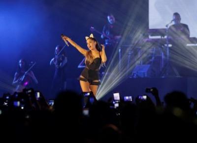 Jak ubiera się Ariana Grande? - Modny Blog