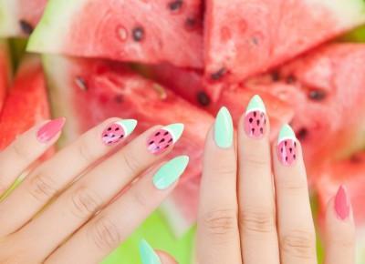 Modne paznokcie lato 2018 - stylizacje lakierami hybrydowymi | Inspiracje modowe :: blog modowy - modoweinspiracje.pl