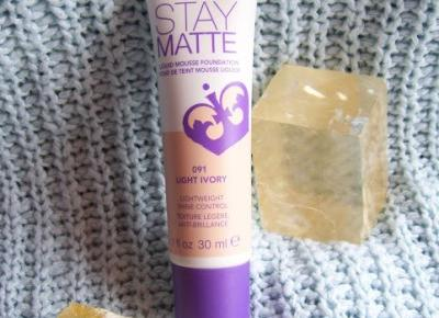 Stay Matte - podkład matujący do twarzy od Rimmel.