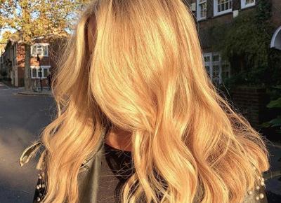 Modna koloryzacja włosów 2020: Champagne Blonde, czyli najmodniejszy blond ocień nachodzącego lata - Glamour.pl