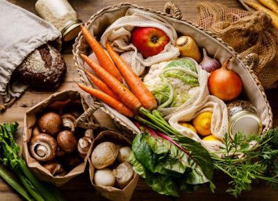 Jak nie marnować jedzenia? Zmiany warto wprowadzić już podczas zakupów! Oto kilka skutecznych sposobów na to, by ograniczyć wyrzucanie żywności - Glamour.pl