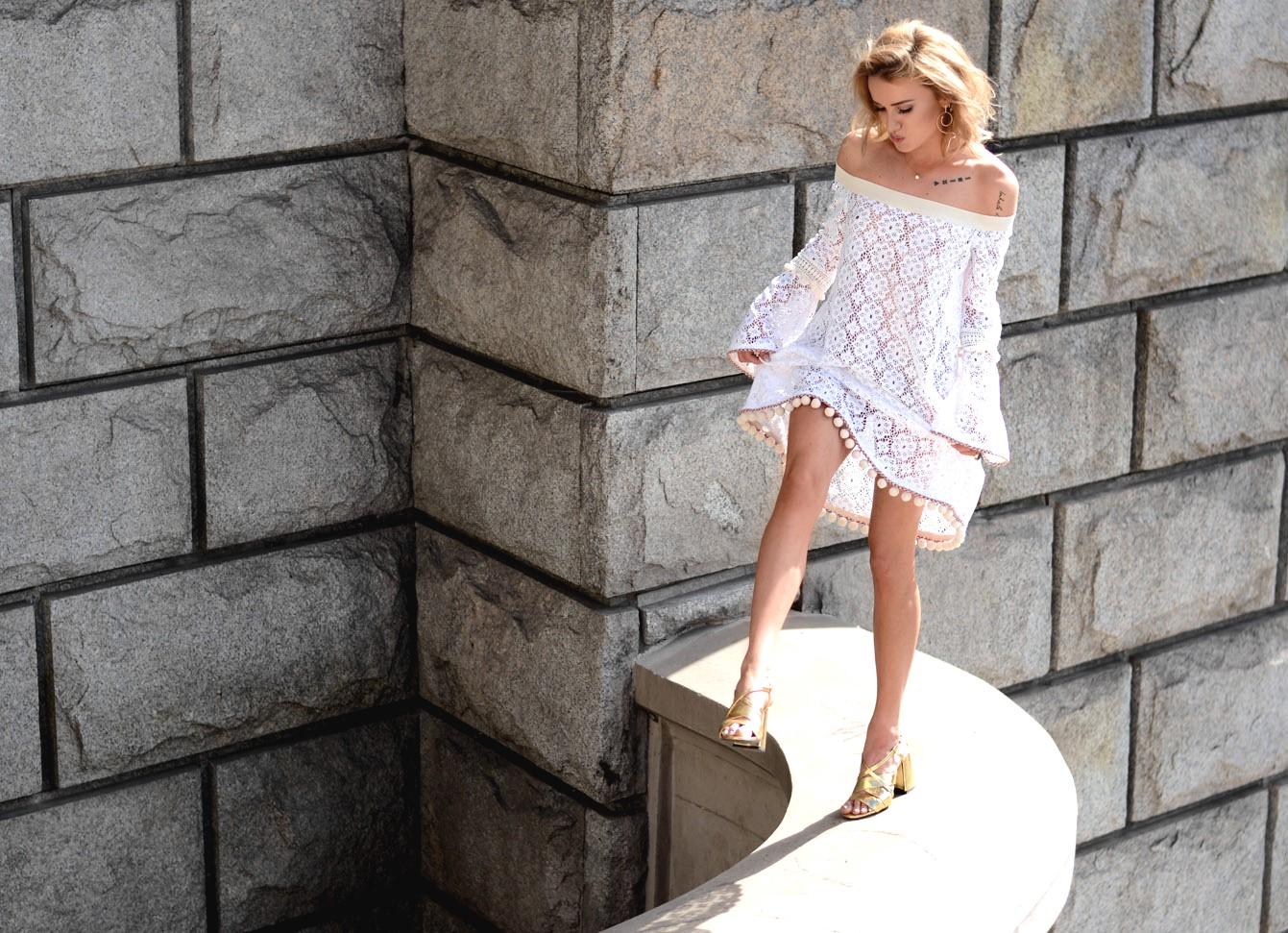 Maffashion - Biała suknia
