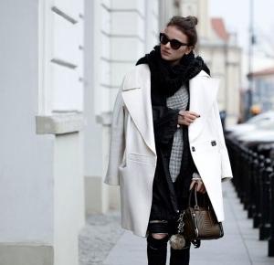 Biały płaszcz czyli jak wyglądać zjawiskowo i elegancko.