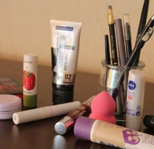 Opróżniamy nasze kosmetyki ! Wyzwanie nr. 3 - Kosmetyki do makijażu  - Natalia Kaczmarek