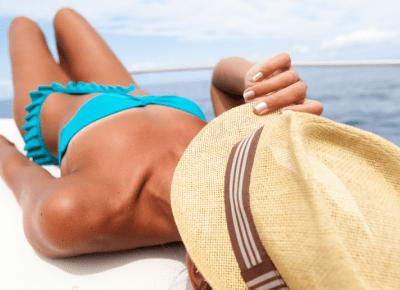 Szczepiłeś się lub jesteś ozdrowieńcem? Chroń się przed słońcem!