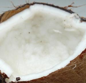 Wybielanie zębów z olejem kokosowym - prosty i naturalny sposób