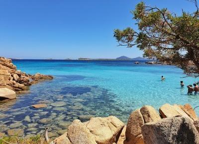 Plaże na Sardynii | Szmaragdowe Wybrzeże  - Nicole's travel journal - blog podróżniczy, lifestylowy, modowy