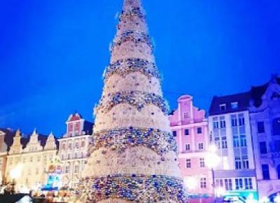 Never it's too late...: 335. W grudniu popołudniu na wrocławskim rynku.