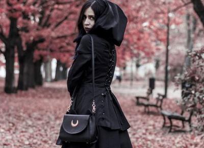 Mroczny płaszczyk na jesień... czy na Halloween? • Ola Brzeska