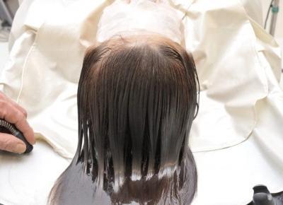 Po co robić peeling trychologiczny? Peeling skóry głowy