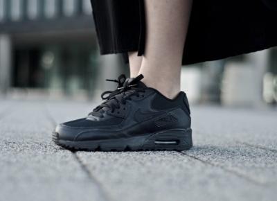 Air Maxy w alternatywnym stylu. Nike Air Max do rockowej stylizacji