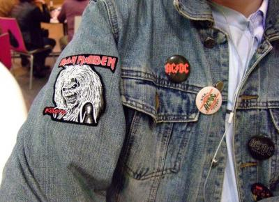 Gdzie kupić gadżety rockowe? Nietypowy merch zespołów • Ola Brzeska