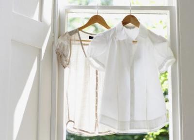 Pięć białych rzeczy, które każdy powinien mieć w letniej szafie!