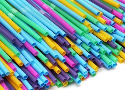 W Wielkiej Brytanii zakazano używania plastikowych słomek! Co jeszcze zniknie z obiegu?