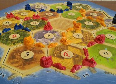 Gra planszowa Catan. Zbuduj osadę i przejmij kontrolę nad wyspą.