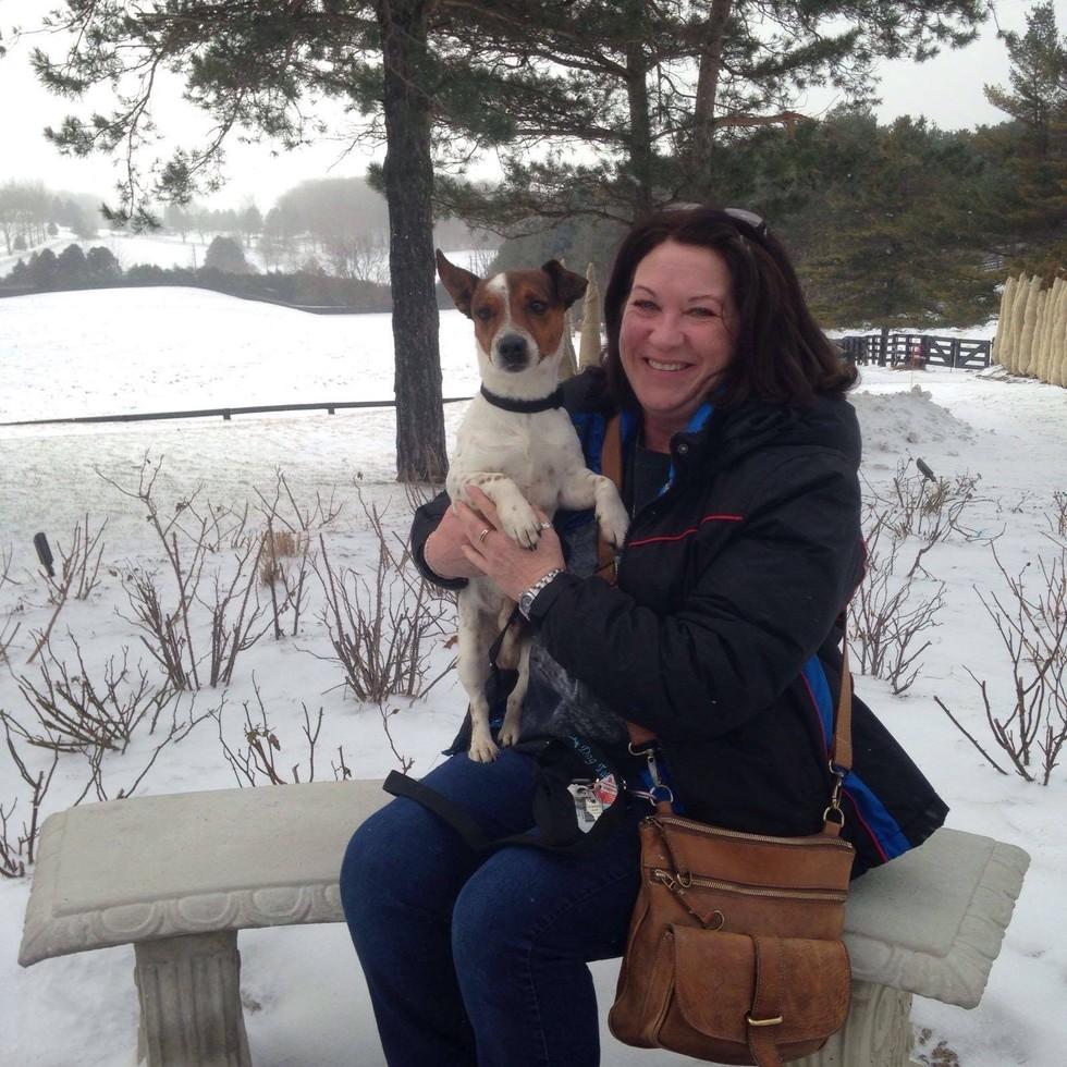 Nie mogła się zdecydować, którego psa adoptować, więc kupiła całe schronisko!