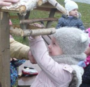 Przy każdym wodzisławskim przedszkolu pojawiły się karmniki dla ptaków!