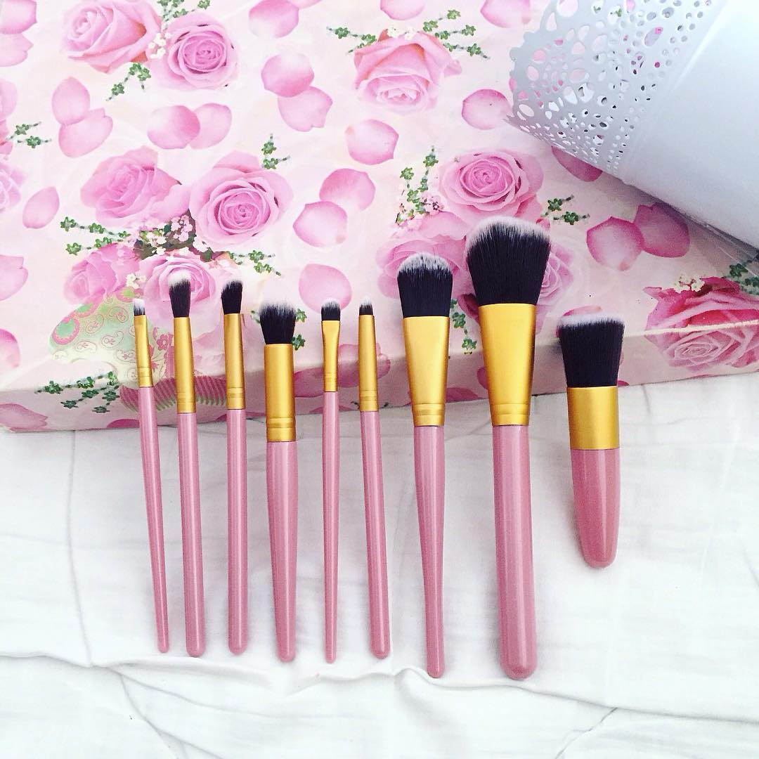 "Justyna 🎀 on Instagram: ""💖💞💖💞💖 #brushes #makeup #makeupbrushes #brush #pinkbrushes #brushesset #brushset #set #makeupset #pink #love #makeupaccessories #accessories…"""