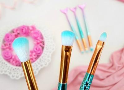 pastelowyblog.pl: Syrenkowe pędzle do makijażu & kolczyki.