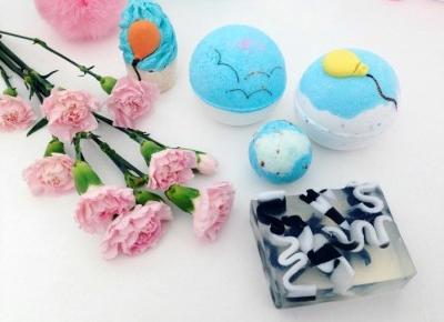 Jusstinkaa : Bomb Cosmetics, zestaw Ku Niebu - kule, babeczka do kąpieli i mydło glicerynowe