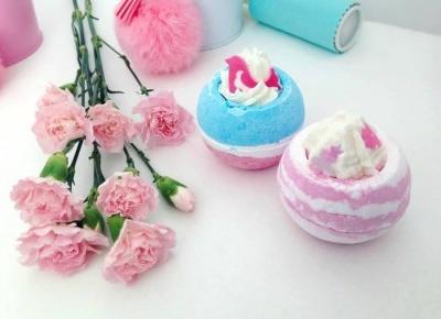 """Justyna 🎀 on Instagram: """"nie tylko pięknie wyglądają, ale i pachną! 😍💖💙 musujące kule do kąpieli od @bombcosmetics_official 💖 Mimo, że zazwyczaj wybieram prysznic…"""""""