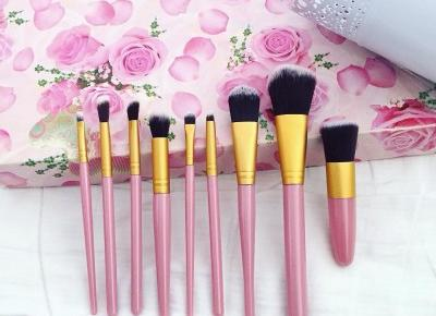 """Justyna 🎀 on Instagram: """"💖💞💖💞💖 #brushes #makeup #makeupbrushes #brush #pinkbrushes #brushesset #brushset #set #makeupset #pink #love #makeupaccessories #accessories…"""""""