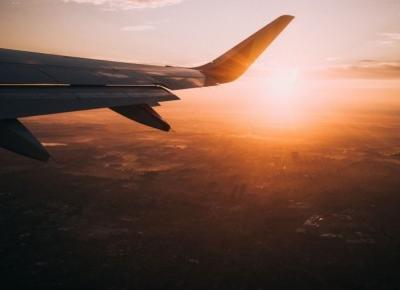 9 irytujących zachowań ludzi podczas podróży samolotem. Trudno uwierzyć, że naprawdę to robią!