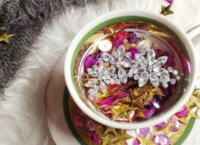 Przepiękna spineczka z kwiecistym motywem z AliExpress