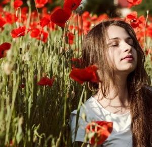 Giulia in poppy