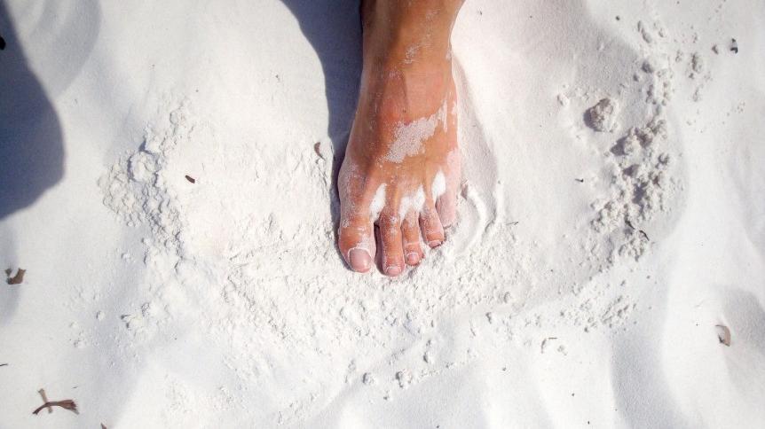 Stopy najczęstszą zaniedbaną częścią naszego ciała. | Zalety Dojrzałego Wieku