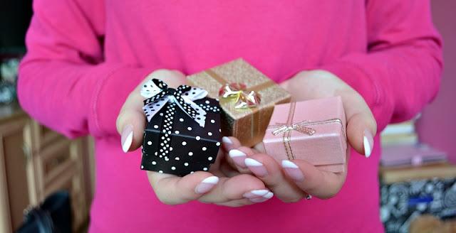 Teoria kobiety: Najpiękniejsze prezenty na Mikołajki dla zapominalskich!