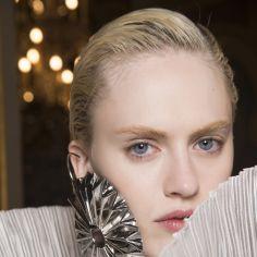 To najmodniejsze buty na zimę 2018. Powstała już na nie lista oczekujących - Elle.pl - trendy jesień zima 2018: modne fryzury, buty, manicure