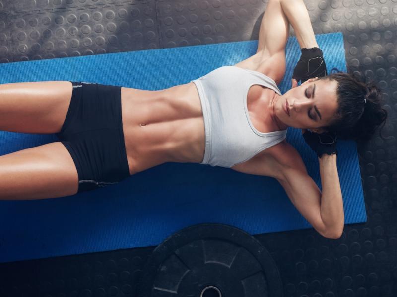 Najlepsze ćwiczenia na brzuch – dobierz trening idealny dla siebie! - Płaski brzuch - Polki.pl