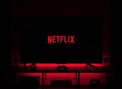 """""""Co kryją jej oczy"""" to nowy hit Netflixa. To serial na podstawie bestsellerowego thrillera - Glamour.pl"""