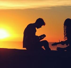 Pcheła po godzinach: Pcheła poleca muzykę