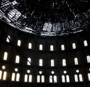 Warszawskie koloseum, czyli opuszczona gazownia na Woli – Połącz kropki