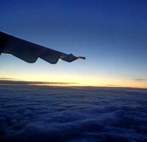 Rozmowa ze stewardessą: Strach przed lataniem samolotem – Połącz kropki