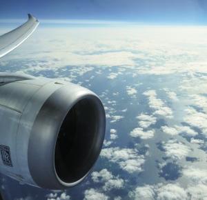 Praca w chmurach – jak zostać stewardessą? – Połącz kropki