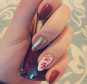 Zimowo-Mikołajkowe paznokcie, czyli czerwień i śnieżynki