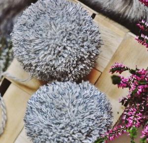 RobertaKa: DIY - pompon z włóczki