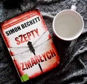 "Obłęd – Simon Beckett ""Szepty zmarłych"""