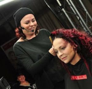 Rox Mummy Model: Pokaz fryzjerski od kuchni