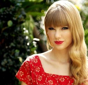 Usta jak Taylor Swift! Pomadki, dzięki którym uzyskasz usta jak gwiazda!