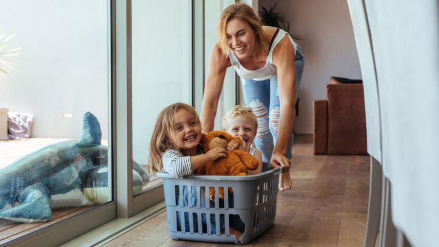 Rodzice dziękują za ten plan dnia z dziećmi podczas kwarantanny. Oto rozpiska godzina po godzinie